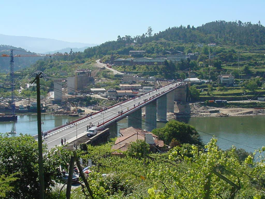 Nova ponte de Entre-os-Rios já tem fissura - BOM DIA Alemanha