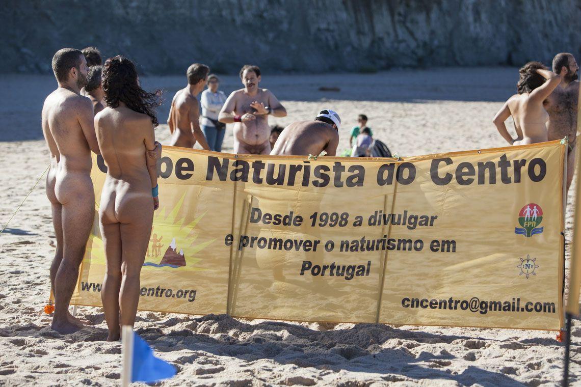 Sesimbra, 19/09/2015 - Decorreu esta manhã na da Praia do Meco em Sesimbra a 3ª Légua Nudista Internacional.  (Nuno Pinto Fernandes/Globalimagens)