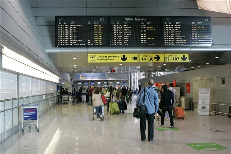 Aeroporto Internacional De Lisboa Nome : Mais companhias aéreas este verão no aeroporto de lisboa