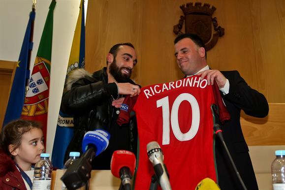16f63f53cbcaa O campeão europeu de futsal Ricardinho foi homenageado esta segunda-feira  pela Câmara de Gondomar
