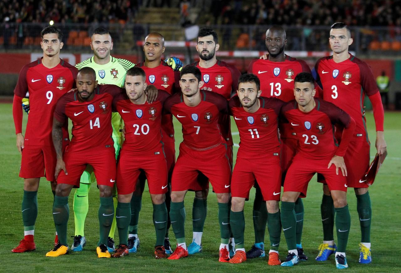 O selecionador nacional divulgou esta segunda-feira a lista de 35 jogadores  que estão pré-convocados para representar Portugal no Mundial 2018 0fcce6b548f6d