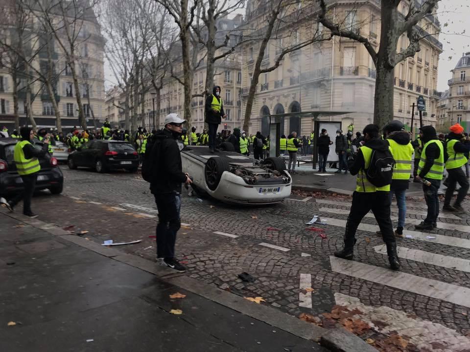 Resultado de imagem para França. Os coletes amarelos não se abrandam